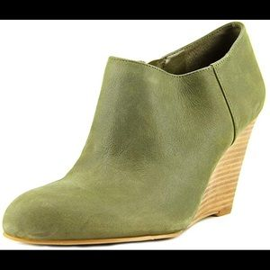 3 / $25! ✰ Nine West Olive Leather Ankle Booties